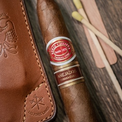 The main protagonists of a succesful cigar story 🍂📸 ▫ @thestogielife Let's get this day started! Updated EDC shot coming soon! . Please follow me. Each week a different cigar takes over my Instagram and I try to share cool photos of it . Cigar shown: Romeo y Julieta Pirámides Añejados Vitola: Pirámides