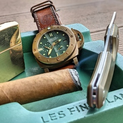 There's always time for a cigar ⌚🍂😉 ▫ Photo credit : @coupedriver